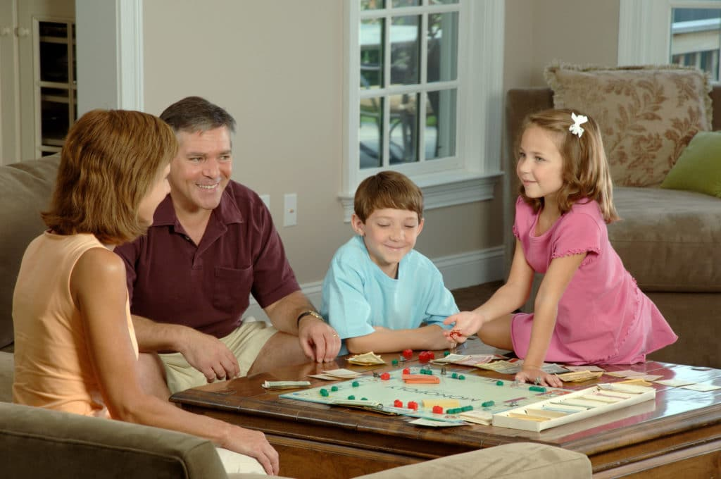 Family_playing_a_board image